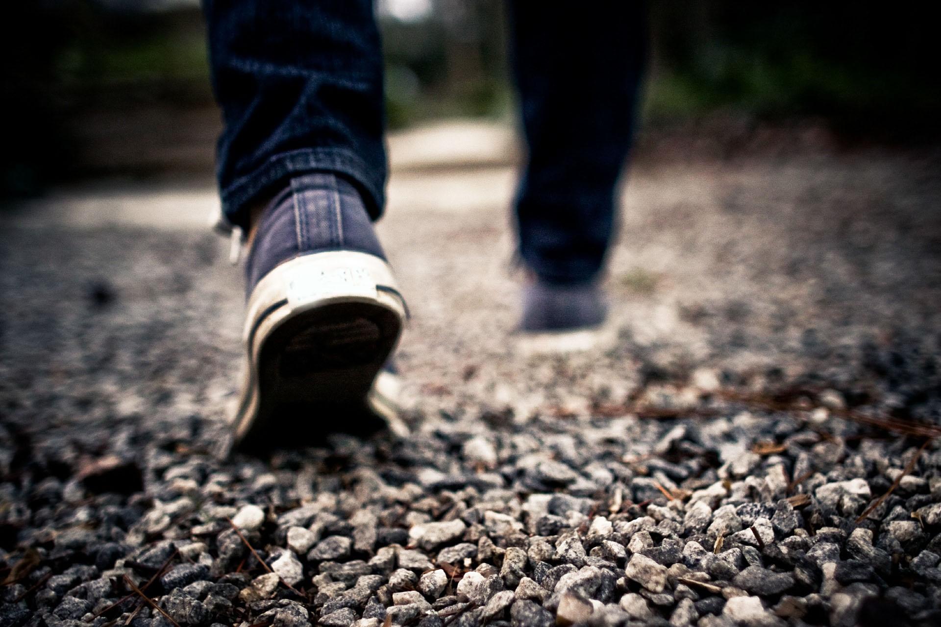 pixabay@PublicDomainArchive_walking-1